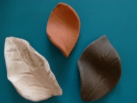 Dekoblatt aus Ton in Terrakotta